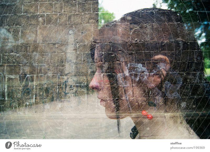 ambiguität Mensch Jugendliche schön feminin Kopf Mauer Erwachsene Porträt Frau nachdenklich Schmuck Doppelbelichtung unklar Ohrringe Junge Frau Denken