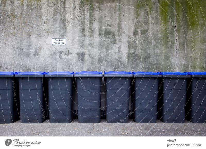 Sehr vorbildlich Herr Nachbar. dunkel Wand Stein Mauer planen Fassade modern Ordnung authentisch einfach Zeichen gruselig Dienstleistungsgewerbe Kunststoff