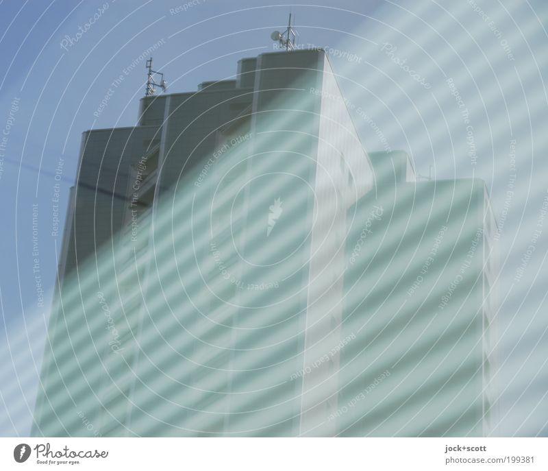 Gerippt blau Fassade modern Hochhaus Perspektive hoch groß Streifen Wandel & Veränderung Grafik u. Illustration Wolkenloser Himmel durchsichtig Etage diagonal eckig Geometrie