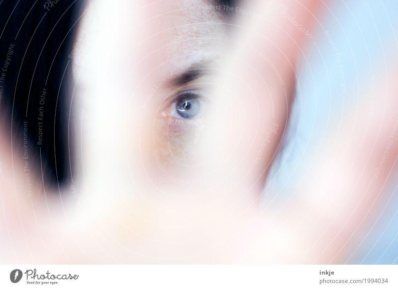 sehen Mensch Frau blau schön Hand Gesicht Erwachsene Auge Leben Lifestyle Traurigkeit Gefühle Stimmung hell Freizeit & Hobby Kommunizieren