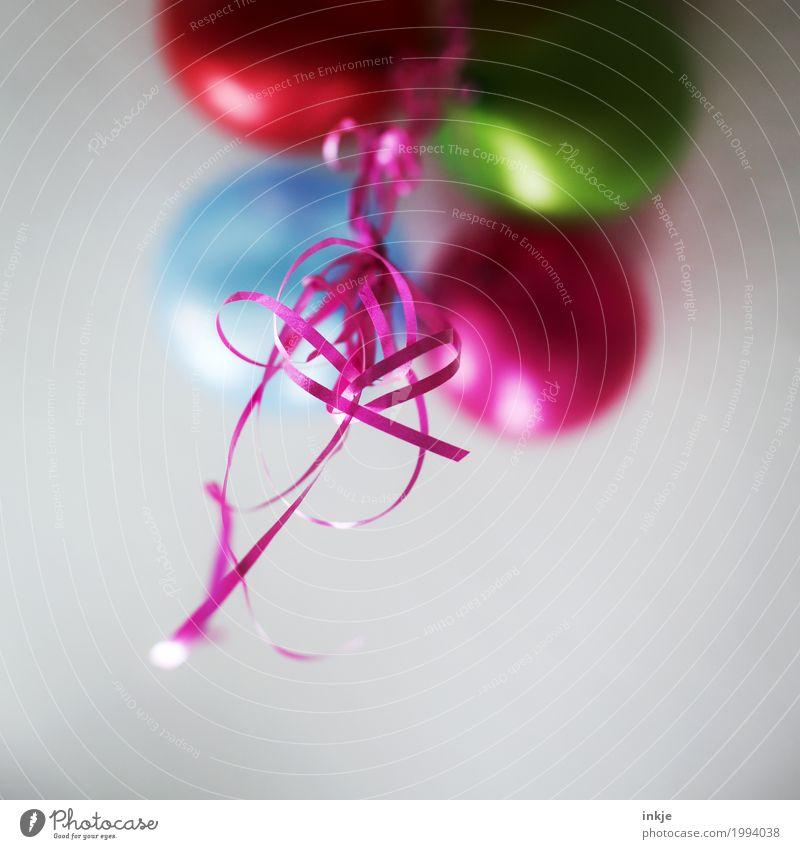 pink und rot und grün und blau Lifestyle Freude Freizeit & Hobby Party Feste & Feiern Geburtstag Zimmerdecke Dekoration & Verzierung Luftballon Geschenkband