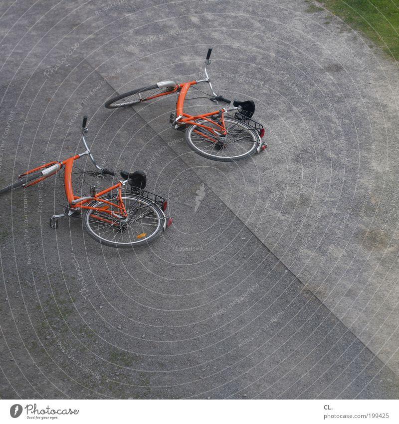 zweirad Straße Bewegung Wege & Pfade Zusammensein Kraft Fahrrad Freizeit & Hobby Verkehr Geschwindigkeit Pause Partnerschaft anstrengen stagnierend bequem