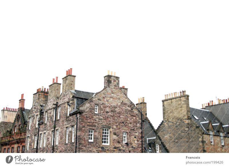 Kamine Himmel Stadt weiß ruhig Haus Wand Architektur Mauer Dach Backstein Schornstein Schottland Edinburgh Backsteinfassade Backsteinhaus
