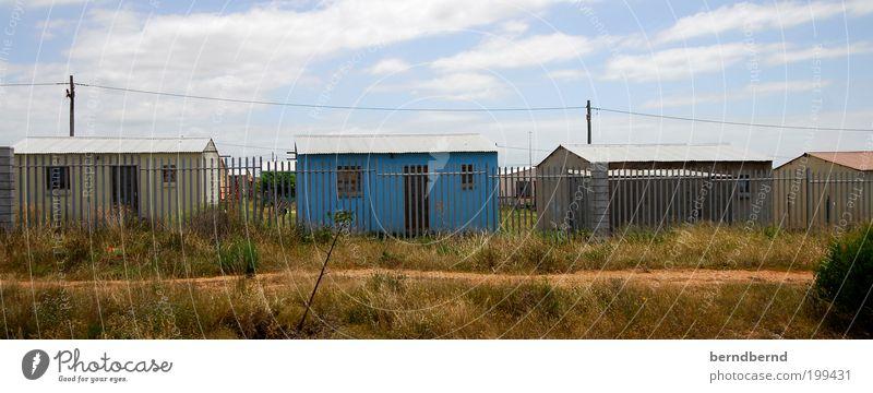 Afrika Sommer Himmel Wolken Sonnenlicht Schönes Wetter Gras Kapstadt Hütte Gebäude Fenster Tür Holz Metall blau braun mehrfarbig Armut Überleben Verfall