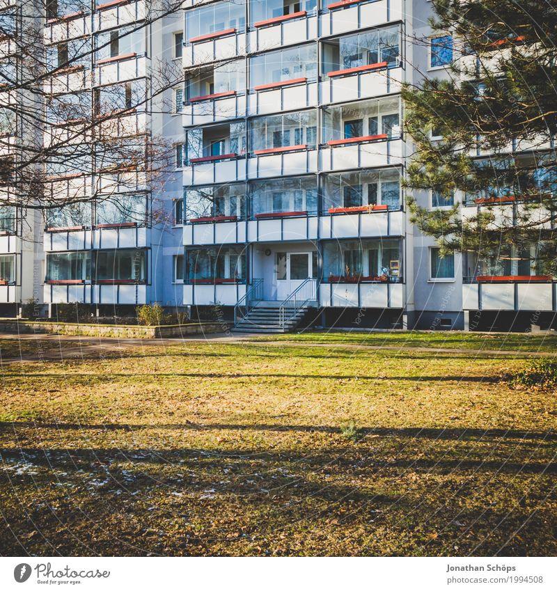 ein Block Winter Erfurt Hauptstadt Stadtzentrum bevölkert Haus Hochhaus Bauwerk Gebäude Architektur Fassade Gesellschaft (Soziologie) Christentum Martin Luther