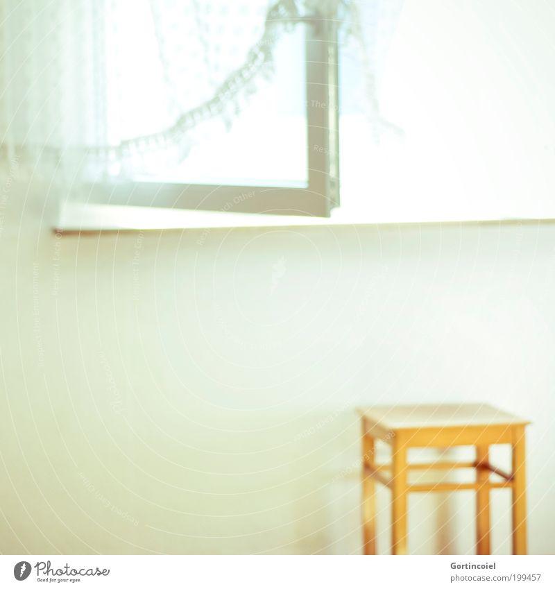 Licht weiß Sommer Fenster hell Beleuchtung Raum offen Wohnung leuchten Häusliches Leben Stuhl Vorhang Fensterscheibe Gardine blenden grell