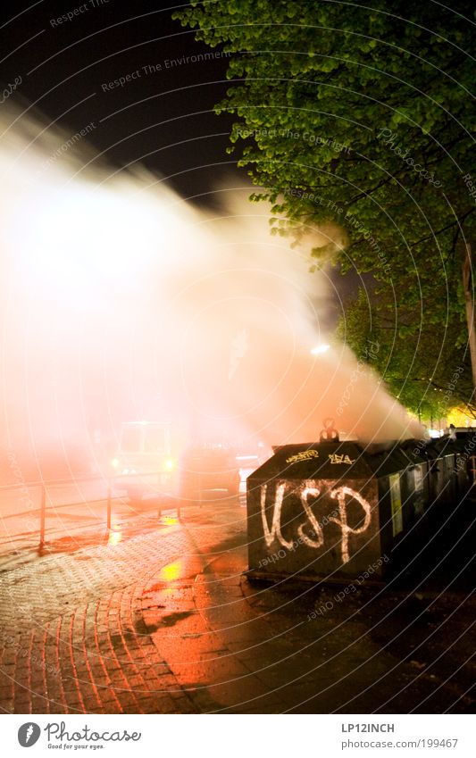 """1.MAI """"USP"""" Feuer gefährlich bedrohlich Wut Rauch Gewalt Konflikt & Streit brennen Aggression Zerstörung Hass Container Frustration Müllbehälter rebellisch"""