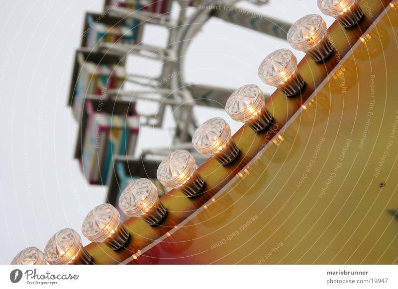 wasen_02 Riesenrad Cannstatter Wasen Stuttgart Jahrmarkt Glühbirne Nacht Neonlicht Schausteller Freizeit & Hobby Karusell Feste & Feiern Licht hell hoch Niveau