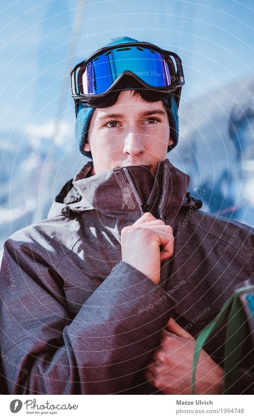 Prepare for Skiing II Mensch Ferien & Urlaub & Reisen Jugendliche Junger Mann Sonne Landschaft Freude Winter Berge u. Gebirge Umwelt Schnee Stil maskulin