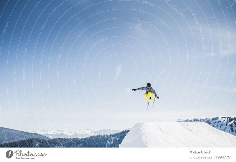 360° Mensch Jugendliche Junger Mann Winter Berge u. Gebirge Schnee fliegen Freizeit & Hobby maskulin Gipfel Alpen Schneebedeckte Gipfel Wolkenloser Himmel Skier