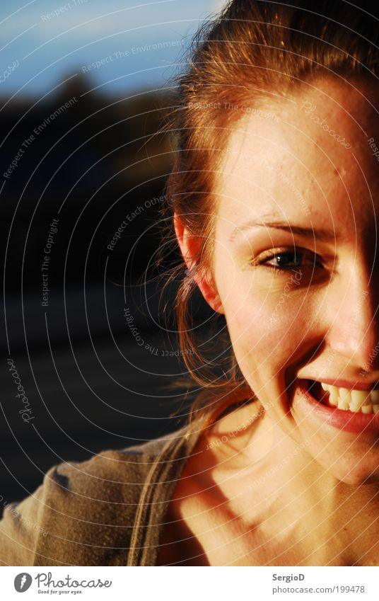 Geschwisterliebe Mensch feminin Junge Frau Jugendliche Kopf Gesicht 1 glänzend Lächeln lachen Freundlichkeit Fröhlichkeit Glück lustig Gefühle Freude