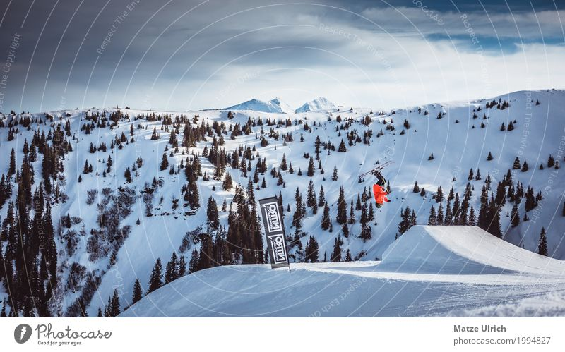 Backflip Freestyle Mensch Natur Landschaft Winter Berge u. Gebirge Lifestyle Sport Schnee Stil Felsen springen maskulin Erfolg Abenteuer Gipfel Hügel