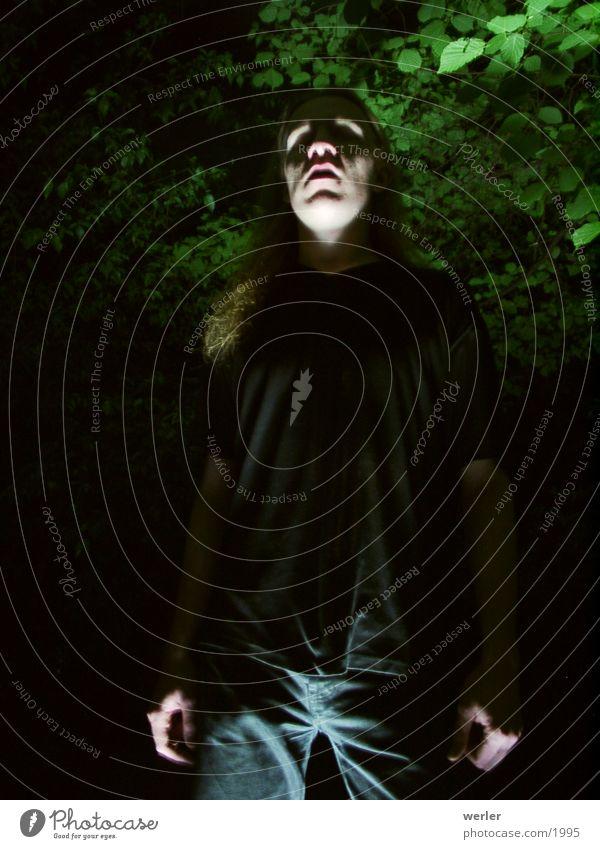 fear gruselig dunkel Wald Nacht Panik Mensch Angst