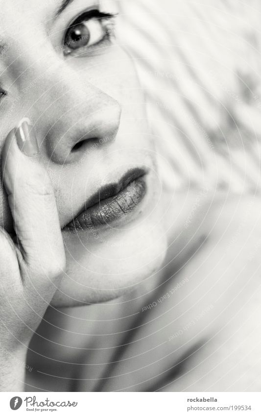 100 mal feuer. Jugendliche schön Auge feminin kalt Leben Denken träumen Kraft elegant ästhetisch außergewöhnlich Coolness Macht einzigartig beobachten