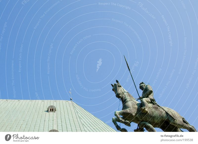 Rostritter Tier springen Bewegung Kraft Metall Pferd Dach Statue Denkmal Vergangenheit Rost Bauwerk historisch Krieg Skulptur Wahrzeichen