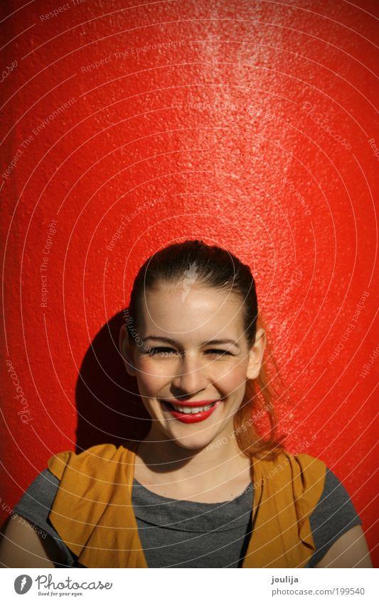 Mensch Jugendliche schön rot Freude Leben feminin Gefühle Stil Glück Zufriedenheit lustig Mode Erwachsene