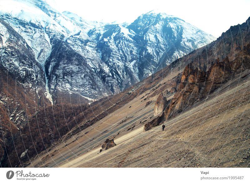 Mensch Himmel Natur Ferien & Urlaub & Reisen Mann blau weiß Landschaft Winter Berge u. Gebirge Erwachsene gelb Wege & Pfade Schnee Stein Tourismus