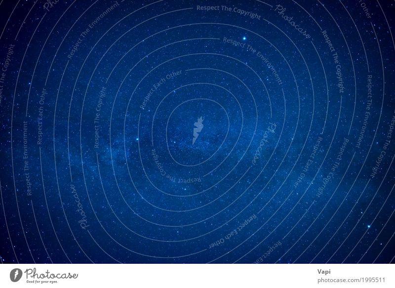 Blauer dunkler nächtlicher Himmel mit vielen Sternen Freiheit Tapete Umwelt Natur nur Himmel Nachthimmel dunkel blau schwarz weiß Raum Hintergrund Galaxie