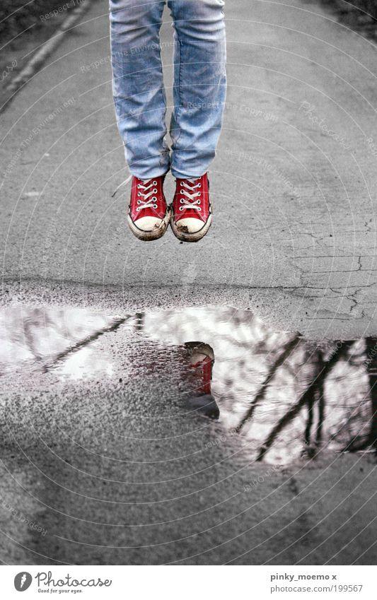 Please don't leave us Mensch Kind Jugendliche blau rot Sommer Leben springen Fuß Schuhe Beine Kunst Mode Jeanshose Hose Chucks