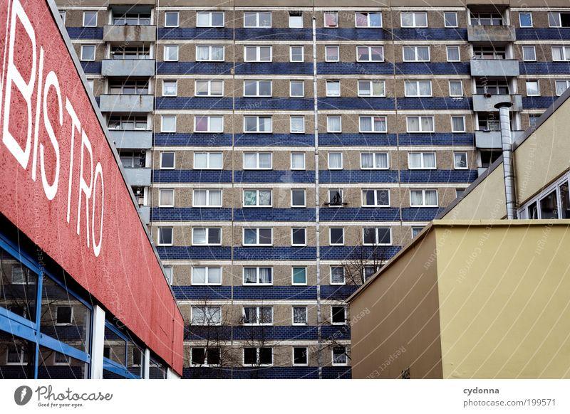 [HAL] Stadtwald Stadt Einsamkeit Leben Fenster Architektur Design Fassade Lifestyle Perspektive ästhetisch trist Schriftzeichen Bildung Häusliches Leben Vergänglichkeit DDR