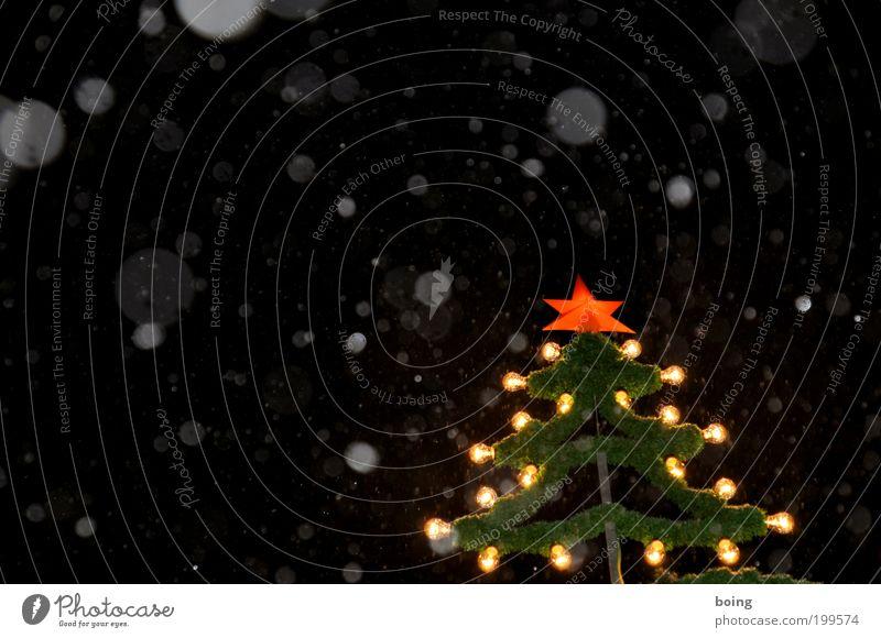 Jesus weint Nachtleben Nachthimmel Winter Schneefall Weihnachtsbaum Weihnachtsdekoration Weihnachtsstern Weihnachtsmarkt Außenaufnahme Menschenleer