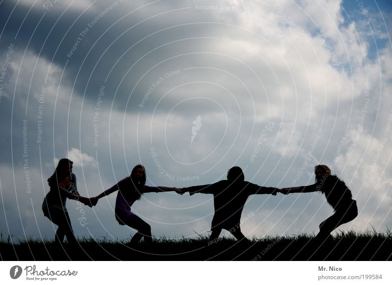 <-<--ll--> Fitness Sport-Training Freundschaft Jugendliche Arme 4 Mensch Himmel Wolken Tauziehen Freude Kraft Willensstärke Tatkraft anstrengen Freiheit