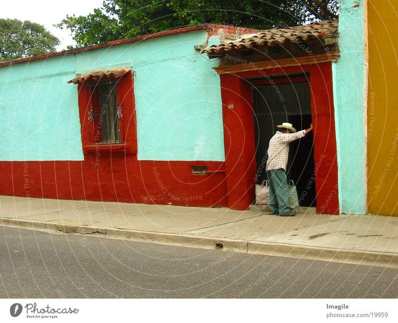 Con tiempo Mann Haus Tür Hut Mexiko Nachbar