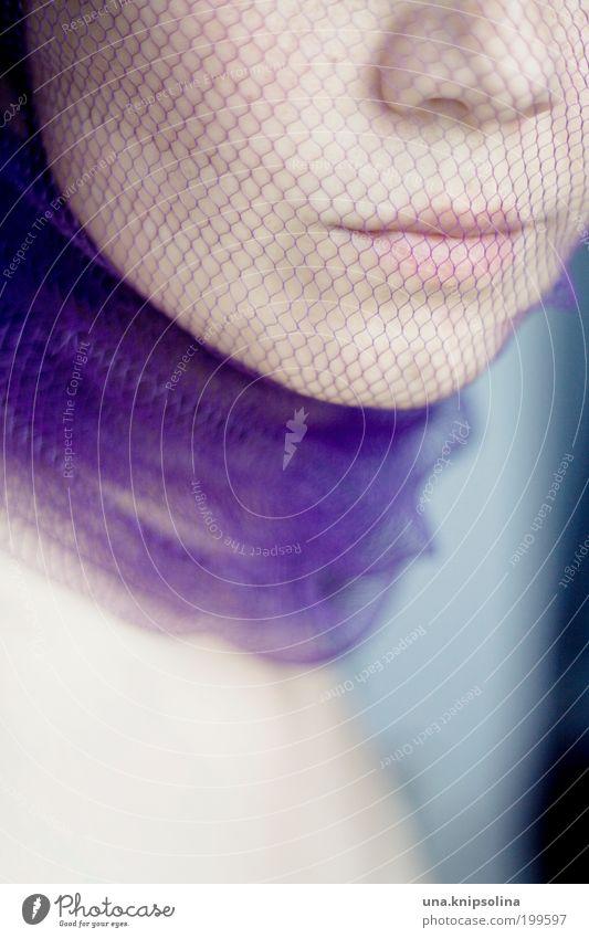 gefangen Frau Mensch Jugendliche schön Erwachsene Gesicht feminin Kopf Stil Mode Mund elegant Haut Nase Stoff Netz