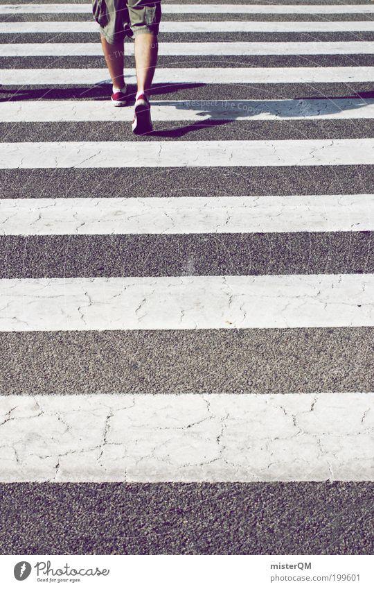 Traffic. Mensch maskulin 1 Verkehr Fußgänger Zebrastreifen gestreift Linearität Beginn Karriere Studium Wege & Pfade Potential vorwärts laufen Asphalt Symmetrie