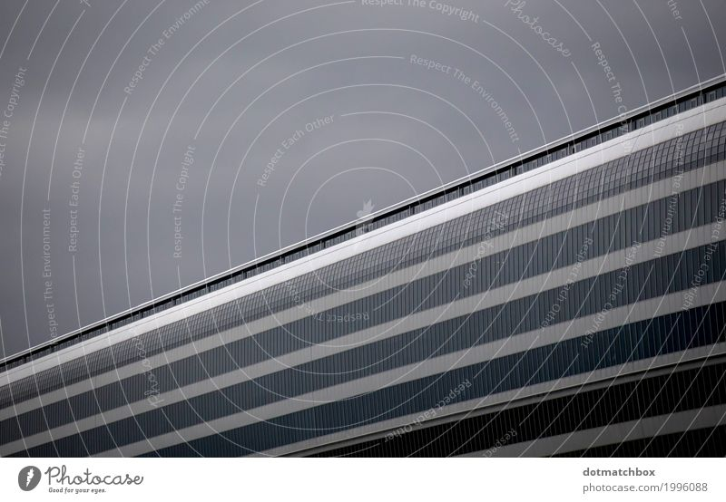 diagonal Flughafen Bauwerk Gebäude Architektur Fassade Squaire Luftverkehr grau schwarz Business Symmetrie Güterverkehr & Logistik Frankfurt am Main
