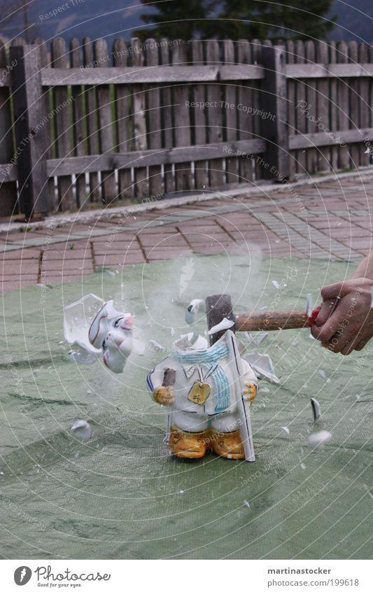 Finanzkrise Mensch Hand weiß Baum Bewegung Kunst Kraft Energie Finger Wut Gewalt Werkzeug Zerstörung sparen Platz Künstler
