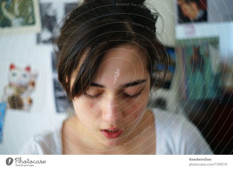 Grüße nach London Mensch Jugendliche sprechen feminin Kopf Denken Zufriedenheit atmen Junge Frau Porträt