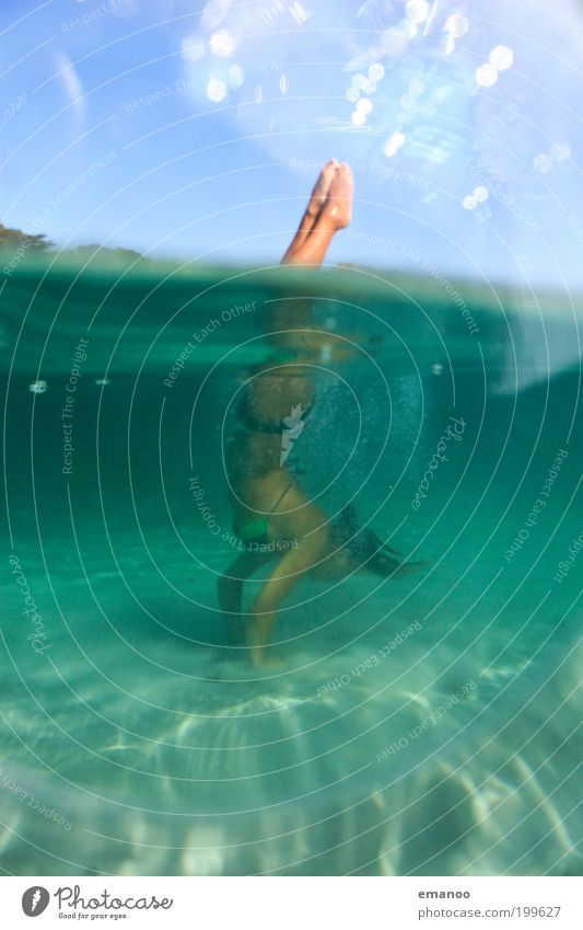 wasserstand Mensch Natur Jugendliche Wasser Sonne Ferien & Urlaub & Reisen Meer Sommer Strand Freude Erwachsene Erholung feminin Freiheit Bewegung Küste