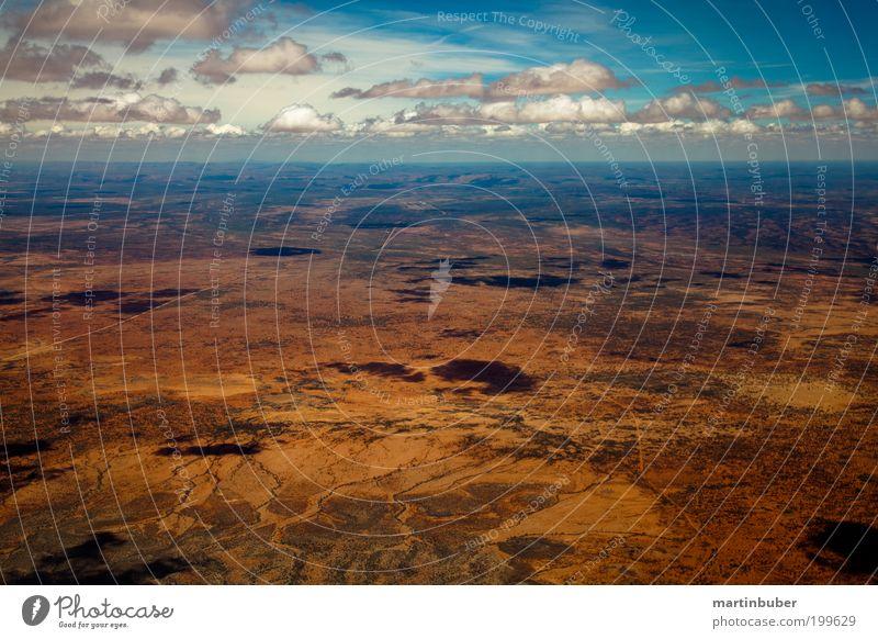 rote wüste Ferne Freiheit Expedition Landschaft Sand Himmel Wolken Horizont Sommer Wärme Wüste beobachten Unendlichkeit heiß hoch trocken blau ruhig bizarr