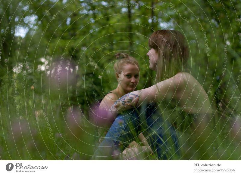 Alexa und Carina | im Park Mensch Frau Natur Ferien & Urlaub & Reisen Jugendliche Pflanze Junge Frau grün Baum Landschaft Blume Erholung 18-30 Jahre Erwachsene