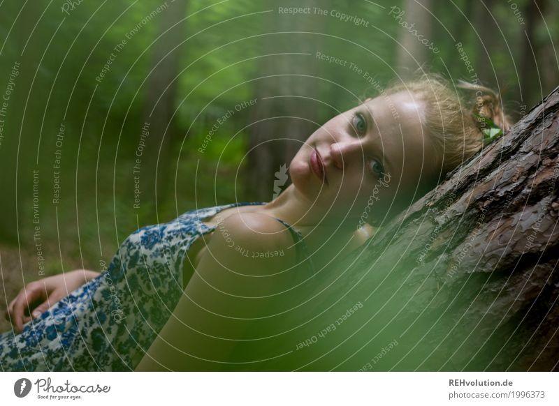 Alexa | am Baumstamm Mensch Frau Natur Jugendliche Junge Frau Sommer schön grün Landschaft Erholung ruhig Wald 18-30 Jahre Gesicht Erwachsene