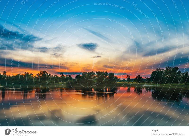Schöner Sonnenuntergang über einem großen Fluss Himmel Natur Ferien & Urlaub & Reisen blau Sommer grün weiß Baum Landschaft rot Wolken Wald schwarz Umwelt gelb