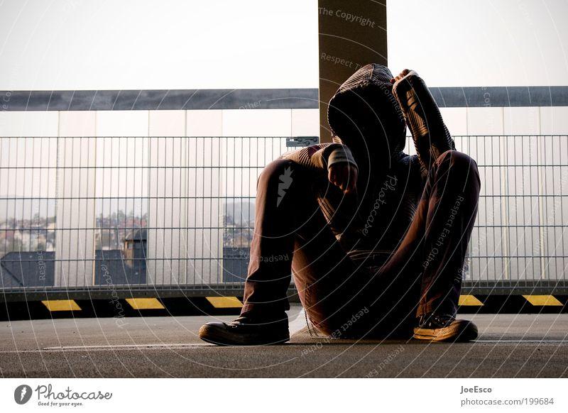 #199684 Lifestyle Freizeit & Hobby Freiheit ausgehen Mensch Frau Erwachsene Leben Parkhaus Pullover Schuhe beobachten sitzen Coolness trendy einzigartig