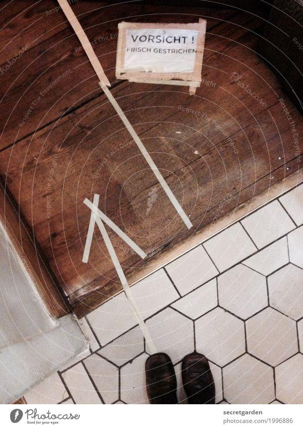 öffentlicher Personennahverkehr. Häusliches Leben Wohnung Raum Verkehr Verkehrswege Personenverkehr Wege & Pfade Holz Zeichen Schriftzeichen