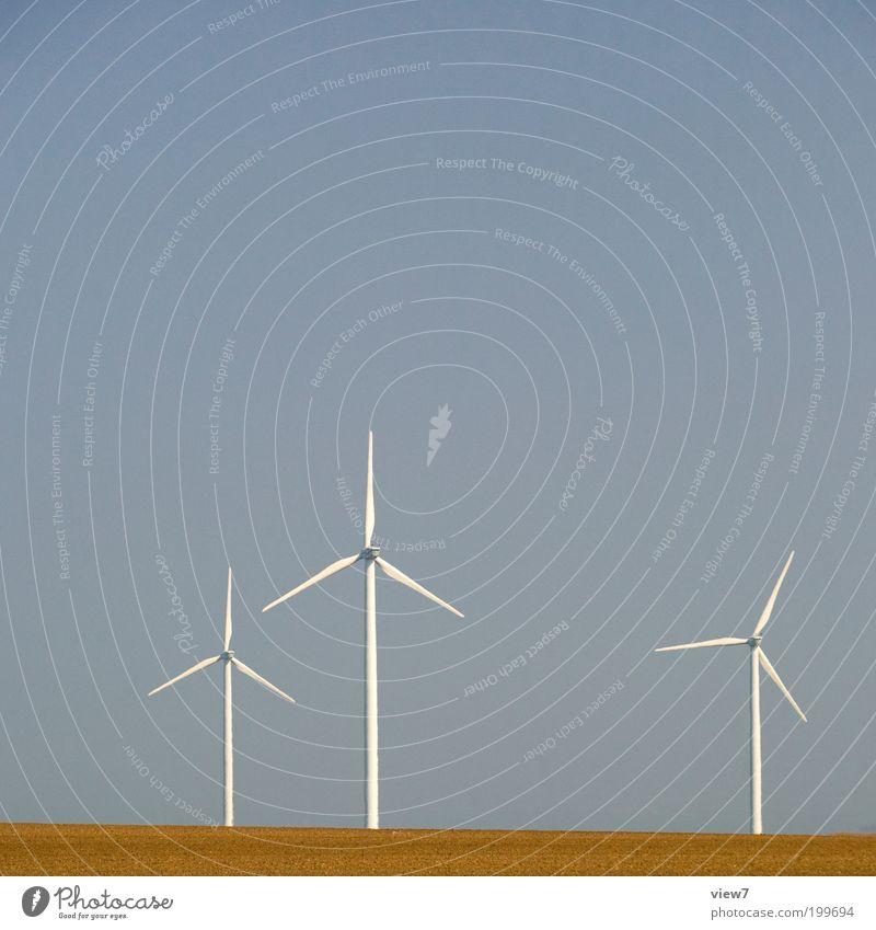 Windmühlen schön Himmel weiß kalt Zufriedenheit Feld Energie 3 Energiewirtschaft modern ästhetisch Elektrizität authentisch einfach Klima dünn