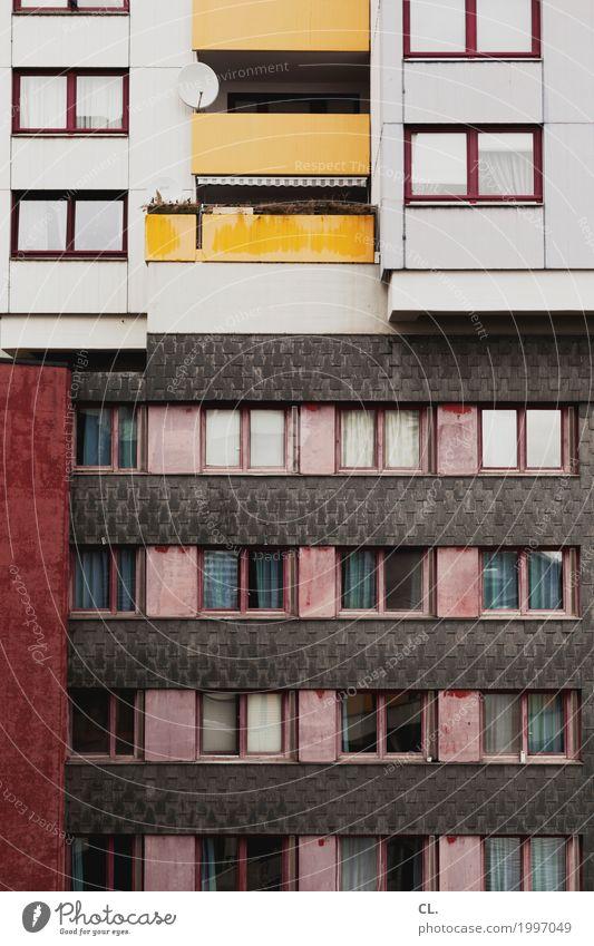 sat Satellitenantenne Hannover Stadt Stadtzentrum Hochhaus Gebäude Architektur Mauer Wand Fassade Fenster Häusliches Leben alt hässlich trist anonym Farbfoto