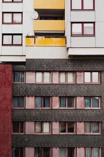 sat Stadt Fenster Architektur Wand Gebäude Mauer Fassade Hochhaus trist Stadtzentrum Hannover Satellitenantenne