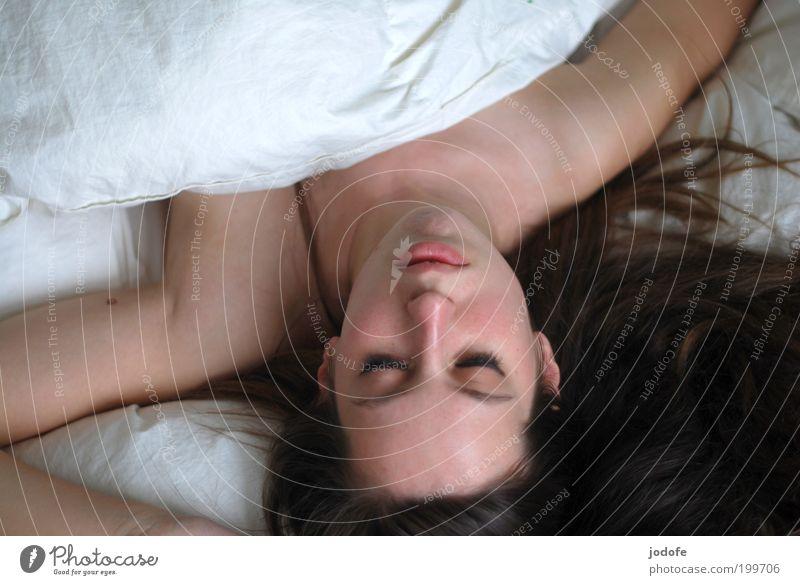 sleeping Frau Mensch Jugendliche schön weiß Gesicht ruhig Erotik feminin Erwachsene schlafen Bett Bettdecke Junge Frau Porträt