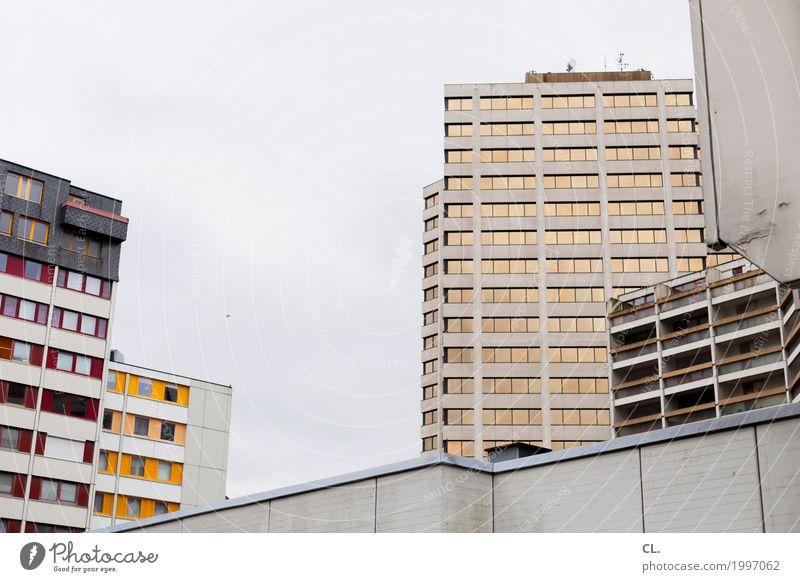 hannoveraner hochhäuser Baustelle Himmel Wolken Hannover Stadt Stadtzentrum Menschenleer Hochhaus Gebäude Architektur Mauer Wand Fassade Fenster eckig trist