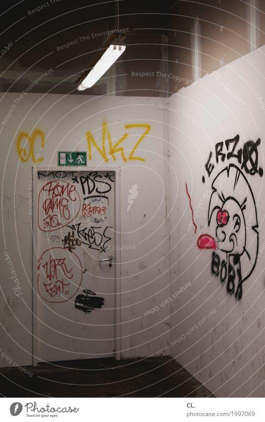 notausgang Jugendkultur Subkultur Punk Ruine Mauer Wand Tür Flur Notausgang Zeichen Schriftzeichen Hinweisschild Warnschild Graffiti dreckig dunkel Verfall