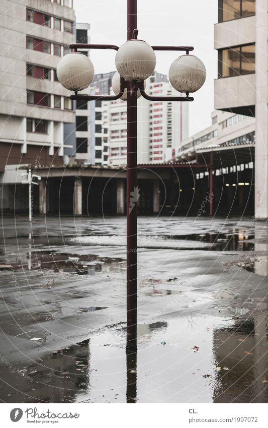 hannover Wasser Herbst schlechtes Wetter Regen Hannover Stadt Stadtzentrum Menschenleer Haus Hochhaus Platz Gebäude Architektur Mauer Wand Fassade Fenster trist