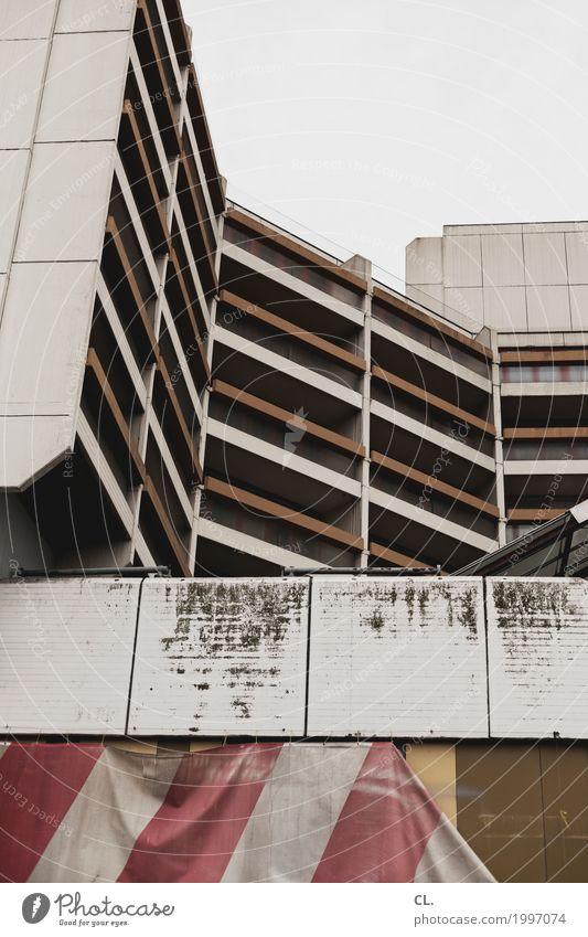 baustelle Baustelle Himmel Hannover Stadt Stadtzentrum Menschenleer Hochhaus Ruine Gebäude Architektur Mauer Wand Fassade Balkon dreckig trist braun grau