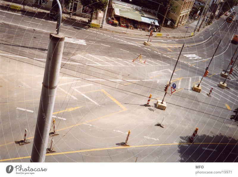Wo gehts lang ?  /  streetart Straße Schilder & Markierungen Verkehr Mischung Strassenmalerei