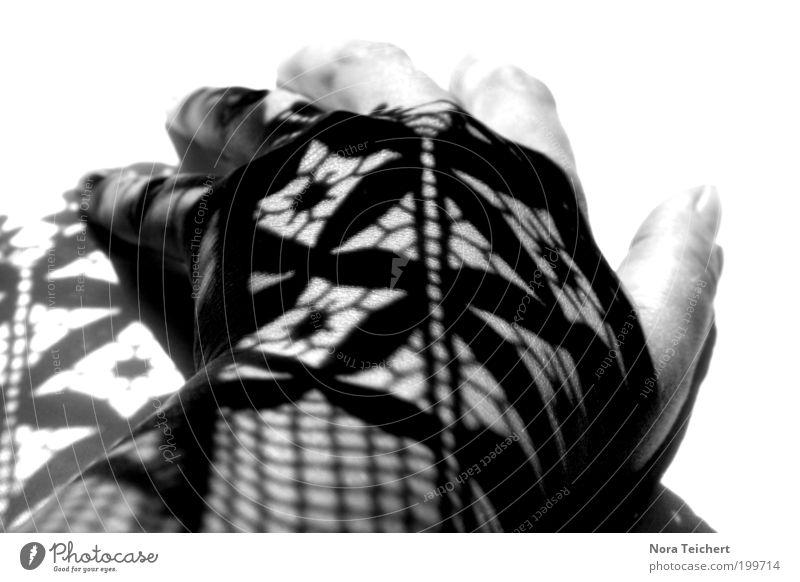 Schattentattoo Hand Finger Kunst Dekoration & Verzierung Ornament träumen ästhetisch schön einzigartig Neugier verrückt weich schwarz weiß Stimmung ruhig