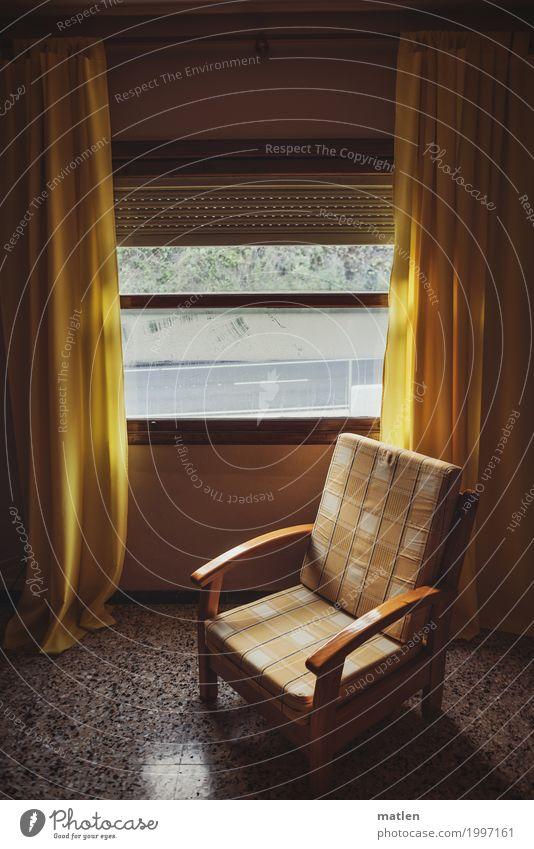 Dank Photocase das hier:Herberget gerne Fenster alt dunkel braun gelb grau bescheiden Sessel verfallen Hotelzimmer Gardine leer Polster Jalousie Farbfoto
